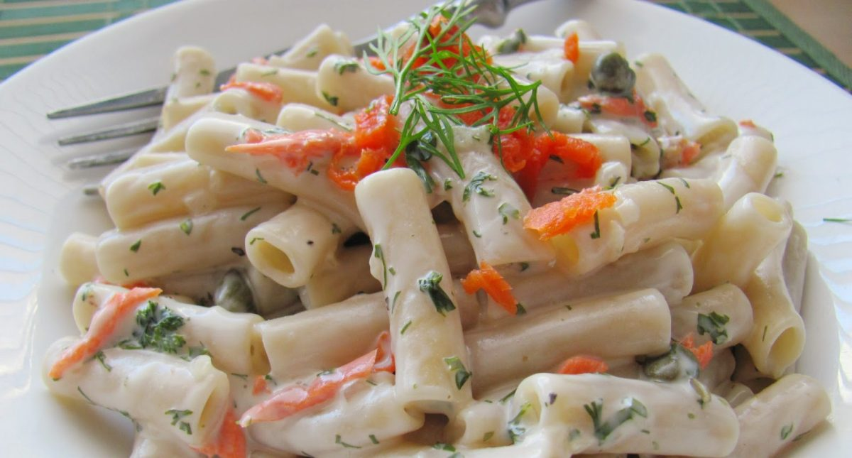 20 – Minute Smoked Salmon Pasta with Dill andCapers